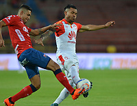 MEDELLÍN- COLOMBIA, 22-09-2018.Yulian Anchico (Izq.) jugador del Independiente Medellín disputa el balón con Wilson Morelo (Der.) jugador del Independiente Santa Fe  durante partido por la fecha 11 de la Liga Águila II 2018 jugado en el estadio Atanasio Girardot de la ciudad de Medellín. /Yulian Anchico (L) player of Independiente Medellin fights for the ball with Wilson Morelo (R) player of Independiente Santa Fe   during the match for the date 11 of the Liga Aguila II 2018 played at Atanasio Girardot Stadium in Medellin  city. Photo: VizzorImage / Leon Monsalve/ Contribuidor
