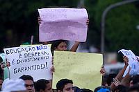 De acordo com a policia militar, cerca de 10.000 manifestantes participaram das manifestações contra a corrupção, transporte em Belém. A manifestação pacífica teve poucas ocorrências, algumas brigas entre estudantes e prisões por furtos. O percurso percorrido com cerca de 8 km saiu da pça do Operário as 18 horas, encerrando no entroncamento as 21:30 aproximadamente.<br /> Belém, Pará, BRasil<br /> Foto Paulo Santos<br /> 17/03/2013