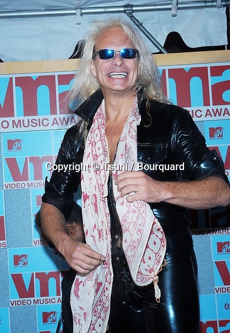 David Lee Roth arriving at the 2002 MTV Video Music Awards at the Radio City Music Hall in New York. August 29, 2002.           -            RothDavidLee53.jpg