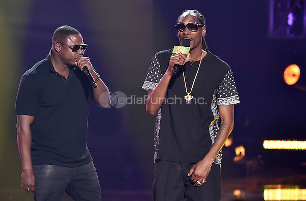 "ATLANTA - SEPTEMBER 20: I Am Hip Hop award winner Doug E. Fresh, left, performs ""Lodi Dodi"" with host Uncle Snoop at the BET Hip Hop Awards 2014 at the Boisfeuillet Jones Atlanta Civic Center on September 20, 2014 in Atlanta, Georgia. Credit: PGTulis/MediaPunch"