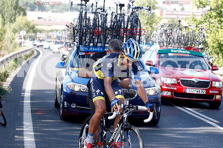Alberto Contador receives the help of his mechanic after suffering a breakdown during the stage of La Vuelta 2012 between Logroño and Logroño.August 22,2012. (ALTERPHOTOS/Paola Otero) /NortePhoto.com<br /> <br /> **SOLO*VENTA*EN*MEXICO**<br /> **CREDITO*OBLIGATORIO**<br /> *No*Venta*A*Terceros*<br /> *No*Sale*So*third*<br /> *** No Se Permite Hacer Archivo**<br /> *No*Sale*So*third*