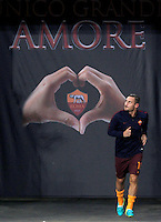 Calcio, Europa League: Roma vs Astra Giurgiu. Roma, stadio Olimpico, 29 settembre 2016.<br /> Roma&rsquo;s Francesco Totti arrives to warm up before to the start of the Europa League Group E soccer match between Roma and Astra Giurgiu at Rome's Olympic stadium, 29 September 2016. Roma won 4-0.<br /> UPDATE IMAGES PRESS/Isabella Bonotto