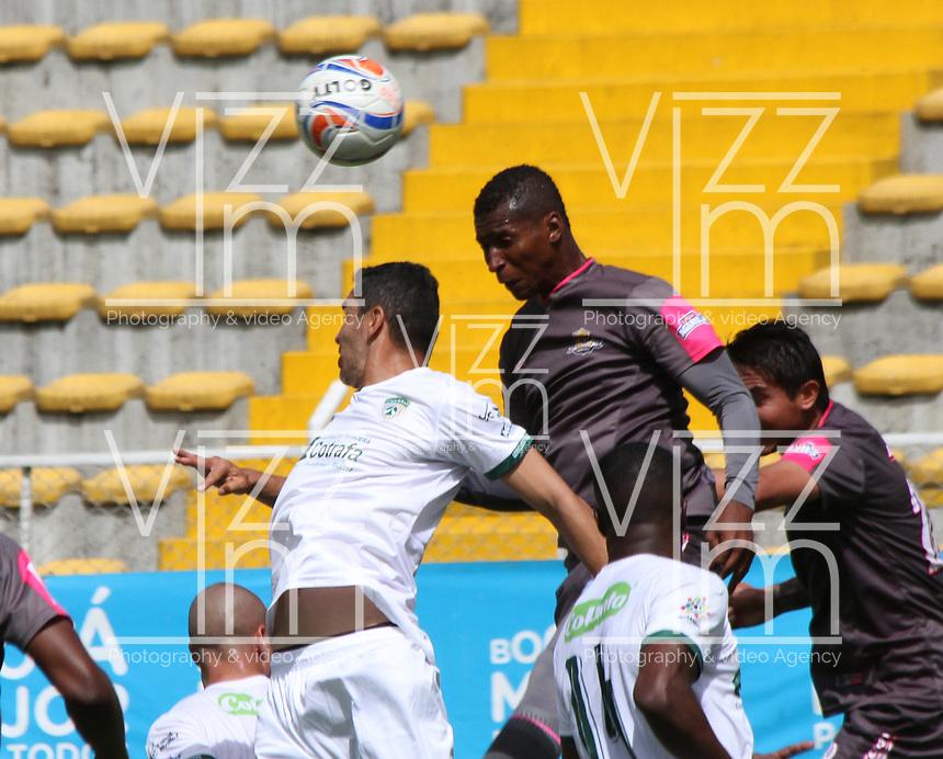 BOGOTA - COLOMBIA - 23 - 09 - 2017:Jorge Lozano (Der.) jugador de Tigres FC disputa el balón con Francisco Najera (Izq.) jugador de La Equidad  durante partido entre Tigres y Equidad,  por la fecha 13 de la Liga Aguila II-2017, jugado en el estadio Metropolitano de Techo de la ciudad de Bogota. /Jorge Lozano (R) player of Tigres FC fights the ball agaisnt of Francisco Najera(L)  player of La Equidad during a match between Tigres and Equidad, for the  date 13nd of the Liga Aguila II-2017 at the Metropolitano de Techo Stadium in Bogota city, Photo: VizzorImage  /Felipe Caicedo / Staff.