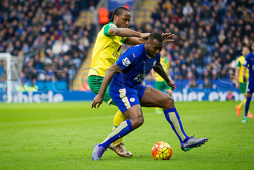 27.02.2016. King Power Stadium, Leicester, England. Barclays Premier League. Leicester City versus Norwich City. Wes Morgan of Leicester City holds off Cameron Jerome of Norwich City.
