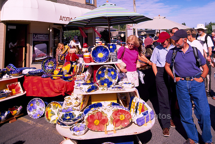 Artist selling Ceramics at Saturday Market, Ganges, Saltspring Island (Salt Spring Island), Southern Gulf Islands, BC, British Columbia, Canada