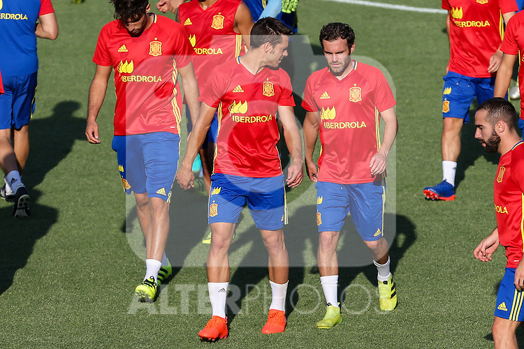 Spanish Cesar Azpilicueta and Juan Mata during the first training of the concentration of Spanish football team at Ciudad del Futbol de Las Rozas before the qualifying for the Russia world cup in 2017 August 29, 2016. (ALTERPHOTOS/Rodrigo Jimenez)