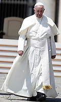 Papa Francesco al termine dell'udienza generale del mercoledi' in Piazza San Pietro, Citta' del Vaticano, 31 maggio, 2017.<br /> Pope Francis leaves at the end of his weekly general audience in St. Peter's Square at the Vatican, on May 31, 2017.<br /> UPDATE IMAGES PRESS/Isabella Bonotto<br /> STRICTLY ONLY FOR EDITORIAL USE