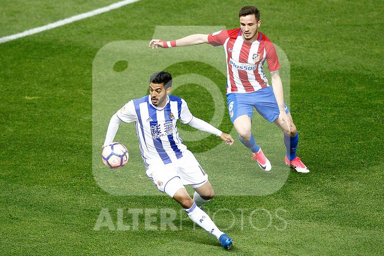 Atletico de Madrid's Saul Niguez (r) and Real Sociedad's Carlos Vela during La Liga match. April 4,2017. (ALTERPHOTOS/Acero)