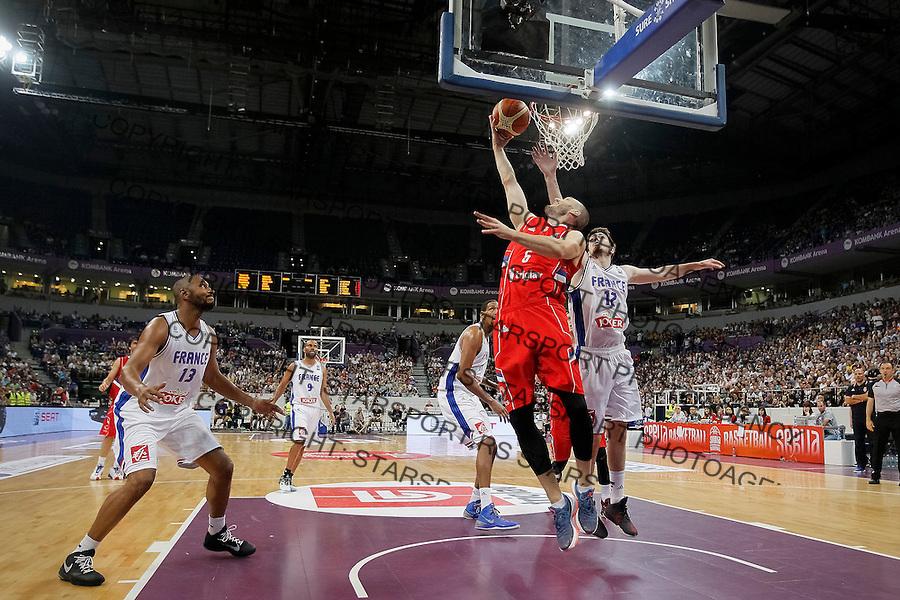 Kosarka Srbija - Francuska prijateljska<br /> Marko Simonovic, Nando De Colo<br /> 25.6.1016. JUN 25. 2016. (credit image &amp; photo: Marko Djokovic / STARSPORT)