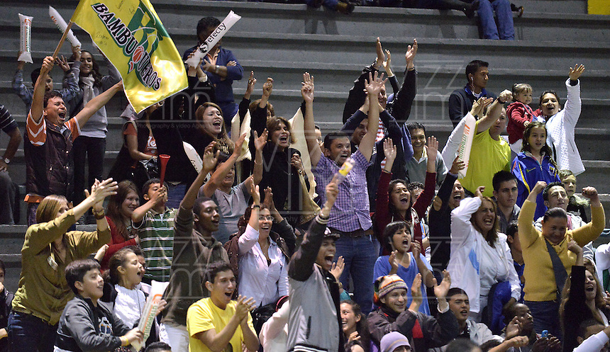BOGOTÁ -COLOMBIA. 11-05-2013. Seguidores de  Bambuqueros de Neiva animan a su equipo durante el partido con Piratas de Bogotá en la fecha 14 fase II de la  Liga Direct TV de baloncesto Profesional de Colombia realizado en el coliseo El Salitre de Bogotá./ Fans of Bambuqueros de Neiva cheer their team during match with Piratas de Bogota on the 14th date phase II of  DirecTV professional basketball League in Colombia at El Salitre coliseum in Bogotá. Photo: VizzorImage / Str