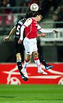 Nederland, Alkmaar, 29 maart 2012.Europa League.Seizoen 2011-2012.AZ-Valencia .Maarten Martens van AZ in duel om de bal met Mehmet Topal van Valencia