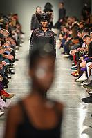 LISBOA, PORTUGAL, 06.03.2020 - MODA-LISBOA - Modelo durante desfile da grife Valentim Quaresma em Lisboa, Portugal, nesse sexta-feira 06. (Foto: Bruno de Carvalho/Brazil Photo Press)