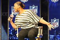Queen Latifah singt &quot;America, the Beautiful&quot;<br /> Entertainment Pressekonferenzen, Super Bowl XLIV Pressekonferenzen *** Local Caption *** Foto ist honorarpflichtig! zzgl. gesetzl. MwSt. Auf Anfrage in hoeherer Qualitaet/Aufloesung. Belegexemplar an: Marc Schueler, Alte Weinstrasse 1, 61352 Bad Homburg, Tel. +49 (0) 151 11 65 49 88, www.gameday-mediaservices.de. Email: marc.schueler@gameday-mediaservices.de, Bankverbindung: Volksbank Bergstrasse, Kto.: 52137306, BLZ: 50890000