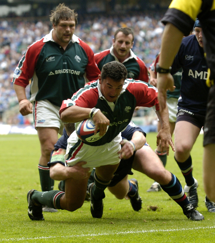 Photo: Richard Lane..Leicester Tigers v Sale Sharks. Zurich Wildcard Final at Twickenham. 29/05/2004..Daryl Gibson dives over the line to score a try.