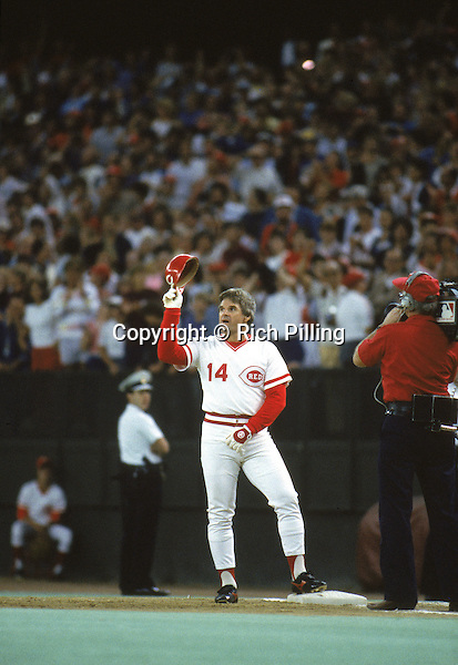 CINCINNATI - SEPTEMBER 11:  Pete Rose #14 of the Cincinnati Reds takes his hat off to the crowd in victory on scoring his 4192 hit off of pitcher Eric Show, breaking Ty Cobb's record during a game against the San Diego Padres on September 11, 1985 at Riverfront Stadium in Cincinnati, Ohio. (Photo by Rich Pilling)