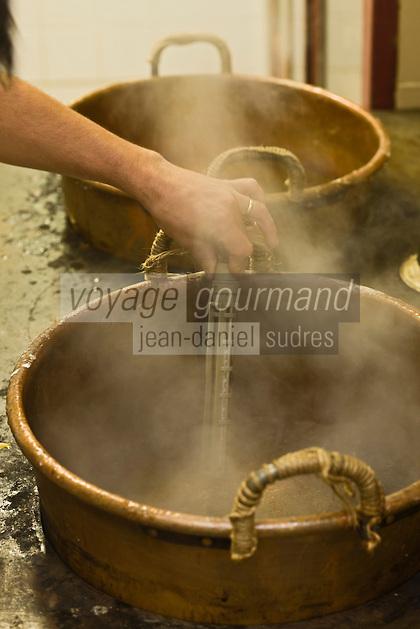 Europe/France/Rhône-Alpes/26/Drôme/Montélimar: Fabrication traditionnelle  du Nougat de Montélimar chez Eric Escobar