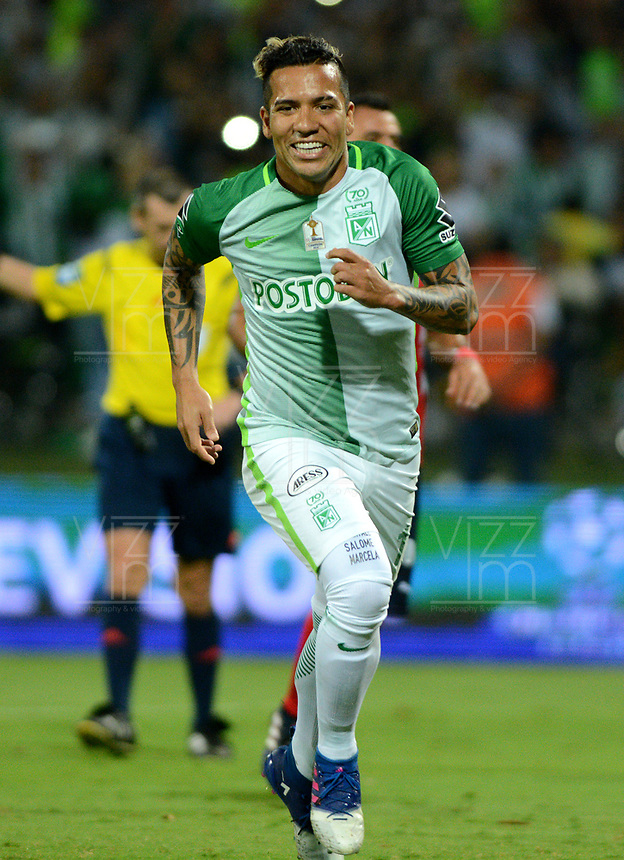MEDELLÍN - COLOMBIA - 18-03-2017: Dayro Moreno, jugador de Atletico Nacional celebra el gol anotado a Deportivo Independiente Medellin, durante partido de la fecha 10 entre Atletico Nacional y Deportivo Independiente Medellin, por la fecha 10 por la Liga Águila I 2017, jugado en el estadio Atanasio Girardot de la ciudad de Medellín. / Dayro Moreno, player of Atletico Nacional, celebrates a goal scored to Deportivo Independiente Medellin, during a match of the date 10 between Atletico Nacional and Deportivo Independiente Medellin for the Aguila League I 2017, played at Atanasio Girardot stadium in Medellin city. Photo: VizzorImage / León Monsalve / Cont.