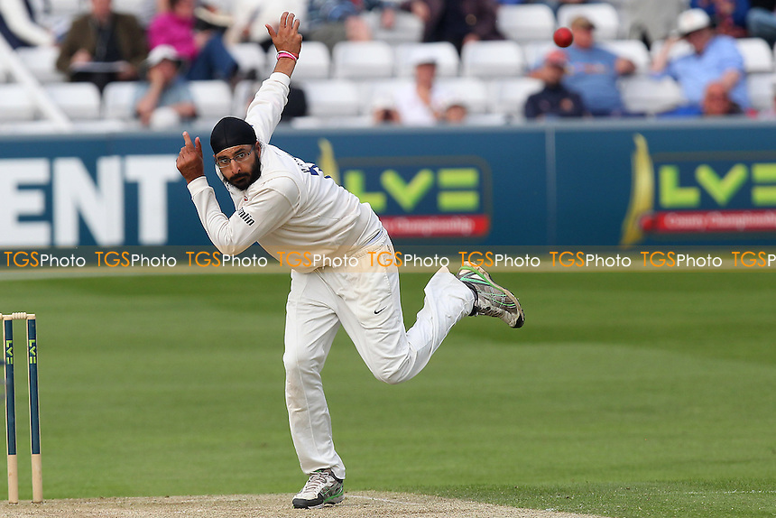 Monty Panesar in bowling action for Essex - Essex CCC vs Leicestershire CCC - LV County Championship Division Two Cricket at the Ford County Ground, Chelmsford - 05/05/14 - MANDATORY CREDIT: Gavin Ellis/TGSPHOTO - Self billing applies where appropriate - 0845 094 6026 - contact@tgsphoto.co.uk - NO UNPAID USE
