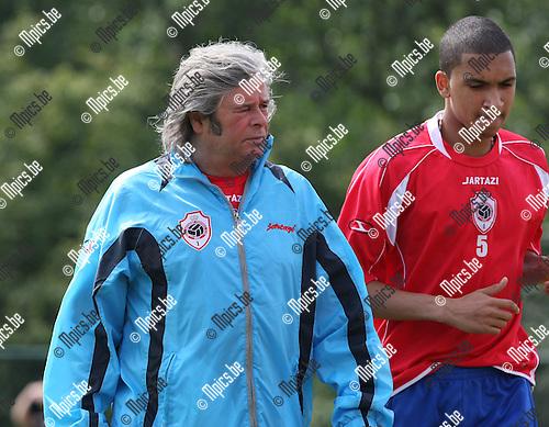 2010-06-14 / Voetbal / seizoen 2010-2011 / Eerste training R. Antwerp FC / Colin Andrews met Peersman..Foto: mpics