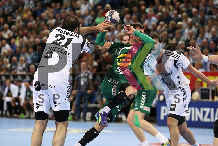 Kiel, 20.05.15, Sport, Handball, DKB Handball Bundesliga, Saison 2014/2015, THW Kiel - GWD Minden : Joan Ca&ntilde;ellas (THW Kiel, #21), Dalibor Doder (GWD Minden, #33)<br /> <br /> Foto &copy; P-I-X.org *** Foto ist honorarpflichtig! *** Auf Anfrage in hoeherer Qualitaet/Aufloesung. Belegexemplar erbeten. Veroeffentlichung ausschliesslich fuer journalistisch-publizistische Zwecke. For editorial use only.