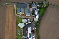 DEUTSCHLAND, Luftaufnahmen von Biogasanlagen und Solardaechern auf landwirtschaftlichen Hoefen in Schleswig-Holstein | GERMANY aerial view of biogas plant and solar roofs on farms  in Northern Germany