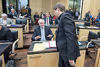 Sitzung des Bundesrat am Donnerstag den 3. November 2017.<br /> Der Berliner Buergermeister Michael Mueller ist turnusgemaess fuer die Dauer von 12 Monaten ab diesem Tag der Bundesratspraesident und somit auch der erste Stellvertreter des Bundespraesidenten.<br /> Im Bild: Horst Seehofer (CSU), Bayerischer Ministerpraesident im Gespraech mit Robert Habeck (Buendnis 90/Die Gruenen), Umweltminister und stellv. Ministerpraesident in Schleswig Holstein.<br /> 3.11.2017, Berlin<br /> Copyright: Christian-Ditsch.de<br /> [Inhaltsveraendernde Manipulation des Fotos nur nach ausdruecklicher Genehmigung des Fotografen. Vereinbarungen ueber Abtretung von Persoenlichkeitsrechten/Model Release der abgebildeten Person/Personen liegen nicht vor. NO MODEL RELEASE! Nur fuer Redaktionelle Zwecke. Don't publish without copyright Christian-Ditsch.de, Veroeffentlichung nur mit Fotografennennung, sowie gegen Honorar, MwSt. und Beleg. Konto: I N G - D i B a, IBAN DE58500105175400192269, BIC INGDDEFFXXX, Kontakt: post@christian-ditsch.de<br /> Bei der Bearbeitung der Dateiinformationen darf die Urheberkennzeichnung in den EXIF- und  IPTC-Daten nicht entfernt werden, diese sind in digitalen Medien nach §95c UrhG rechtlich geschuetzt. Der Urhebervermerk wird gemaess §13 UrhG verlangt.]