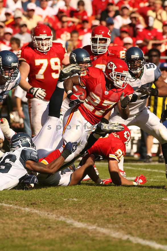 LARRY JOHNSON, of the Kansas City Chiefs in action against the Seattle Seahawks on October 29, 2006 in Kansas City, MO...Chiefs win 35-28..Kevin Tanaka/ SportPics