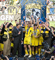 Frankie Hejduk, Columbus Crew team celebrates with MLS Cup trophy during MLS Cup 2008. Columbus Crew defeated the New York Red Bulls, 3-1, Sunday, November 23, 2008. Photo by John Todd/isiphotos.com