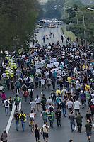 SAO PAULO, SP 07 DE SETEMBRO DE 2013 - PROTESTO 7 DE SETEMBRO - Manifestantes do Black Block ocupam a Avenida 23 de Maio, sentido centro, apos passeata pela Avenida Paulista, na tarde deste sabado, 07, regiao central da capital. FOTO: ALEXANDRE MOREIRA / BRAZIL PHOTO PRESS