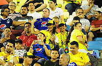 BARRANCABERMEJA - COLOMBIA, 04-09-2018: Hinchas de Alianza animan a su equipo durante partido entre Alianza Petrolera e Millonarios por la fecha 8 de la Liga Águila II 2018 disputado en el estadio Daniel Villa Zapata de la ciudad de Barrancabermeja. / Fans of Alianza cheer for their team durng match between Alianza Petrolera and Millonarios for the date 8 of the Aguila League II 2018 played at Daniel Villa Zapata stadium in Barrancabermeja city. Photo: VizzorImage / Jose Martinez / Cont