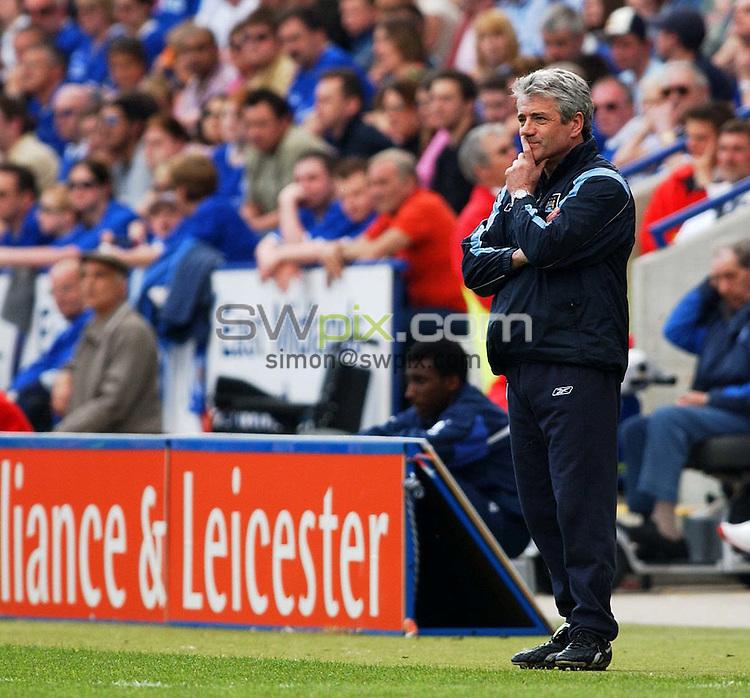 Pix: Daniel Hambury/SWpix.com. Football,.FA Barclaycard Premiership..LEICESTER CITY  V MANCHESTER CITY   24/4/04..COPYRIGHT PICTURE>>SIMONWILKINSON>>0870 092 0092>>..Man City's manager Kevin Keegan..