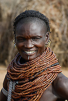ETHIOPIA, Southern Nations, Lower Omo valley, Kangaten, village Kakuta, Nyangatom tribe, woman with traditional wooden beads necklace / AETHIOPIEN, Omo Tal, Kangaten, Dorf Kakuta, Nyangatom Hirtenvolk, Frau mit traditioneller Halskette aus Holzperlen