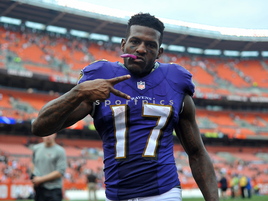 CLEVELAND, OH - JULY 18, 2016: Wide receiver Mike Wallace #17 of the Baltimore Ravens gestures toward the camera as he walks off the field after a game against the Cleveland Browns on July 18, 2016 at FirstEnergy Stadium in Cleveland, Ohio. Baltimore won 25-20. (Photo by: 2017 Nick Cammett/Diamond Images)  *** Local Caption *** Mike Wallace(SPORTPICS)