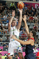 Slovenia's Zoran Dragic (l) and USA's Klay Thompson during 2014 FIBA Basketball World Cup Quarter-Finals match.September 9,2014.(ALTERPHOTOS/Acero)