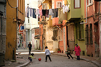 CHILDREN PLAYING IN THE STREET IN THE FENER BALAT NEIGHBOURHOOD, ISTANBUL, TURKEY