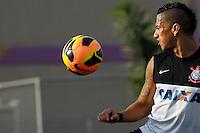 SAO PAULO, SP 27 SETEMBRO 2013 - TREINO CORINTHIANS - O jogador Ralf durante o treino de hoje, no Ct. Dr. Joaquim Grava. foto: Paulo Fischer/Brazil Photo Press.
