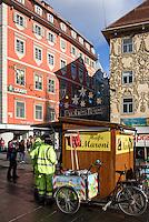 Maroni-Stand auf dem Hauptplatz, Graz, Steiermark, Österreich<br /> Chestnut booth at Hauptplatz, Graz, Styria, Austria