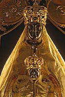 Europe/France/Auvergne/43/Haute-Loire/Le Puy-en-Velay: La cathédrale Notre-Dame-de-France ([Architecture] romane) - Détail Madonne vierge noire