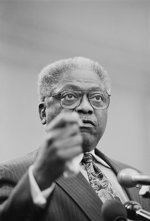 Rep. Jim Clyburn, D-S.C. talking at a conference on Nov. 16, 1999. (Photo by CQ Roll Call)