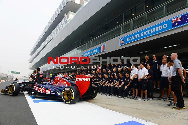25.-27-10-2013, Jaypee-Circuit, Noida, IND, F1, Grosser Preis von Indien, Noida, im Bild Daniel Ricciardo (AUS) Scuderia Toro Rosso - Jean Eric Vergne [FRA] Scuderia Toro Rosso - Team Toro Rosso<br />  Foto &copy; nph / Mathis