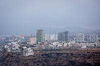 Querétaro, Qro. 22 Octubre 2015.- Esta mañana se registraron bajas temperaturas en la ciudad de Querétaro, presentando cuadros de neblina.  <br /> <br /> Foto: Victor Pichardo / Obture Press Agency