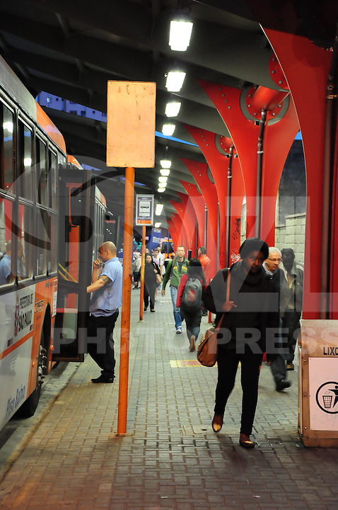 SAO PAULO, SP, 06.06.2014 - GREVE METRO SAO PAULO - Movimentacao de usuarios do Metro proximo a estação Butanta na regiao oeste de Sao Paulo nesta sexta-feira, 06. (Foto: Kevin David / Brazil Photo Press).