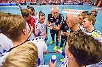 Eskilstuna 2014-10-03 Handboll Elitserien Eskilstuna Guif - Alings&aring;s HK :  <br /> Sk&ouml;vdes tr&auml;nare Joakim &Aring;gren och tr&auml;nare Peter Johansson under en timeout med Sk&ouml;vdes spelare<br /> (Foto: Kenta J&ouml;nsson) Nyckelord:  Eskilstuna Guif Sporthallen IFK Sk&ouml;vde HK tr&auml;nare manager coach depp besviken besvikelse sorg ledsen deppig nedst&auml;md uppgiven sad disappointment disappointed dejected diskutera argumentera diskussion argumentation argument discuss