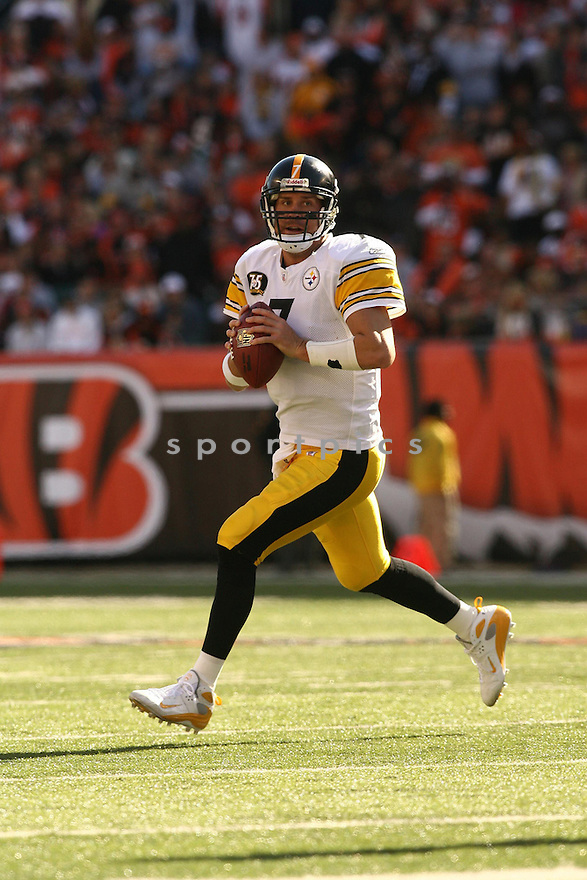 BEN ROETHLISBERGER, of the Pittsburgh Steelers, in action during the Steelers games against the Cincinnati Bengals, in Cincinnati, Ohio on October 28, 2007.  ..The Steeler won the game 24-13...COPYRIGHT / SPORTPICS..........