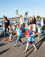 Nederland Zaandam 2016. Laatste dag van de Avondvierdaagse. Veel ouders lopen het laatste stuk mee.  Foto Berlinda van Dam / Hollandse Hoogte