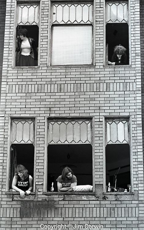 Portfolio of Black & White Street Scenes and Portraits