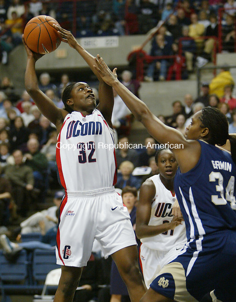 STORRS, CT, 01/27/07- 012707BZ14- UConn's Kalana Greene (32) goes to the hoop against Notre Dame's Crystal Erwin (34) during their game at Gampel Pavilion in Storrs Saturday night.<br /> Jamison C. Bazinet Republican-American