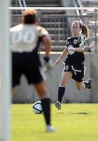 Caitlin Miskel (7), Melissa Pacheco (00)