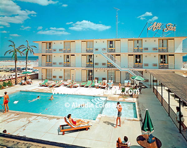 This motel was knocked down to create the new Aqua Motel in 1985.