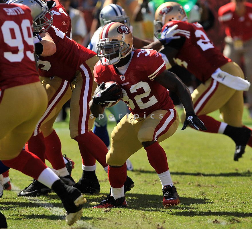 KENDALL HUNTER, of the  San Francisco 49ers, in action during the 49ers game against the Dallas Cowboys on September 18, 2011 at Candlestick Park in San Francisco, CA. The Cowboys beat the 49ers 27-24 in OT.